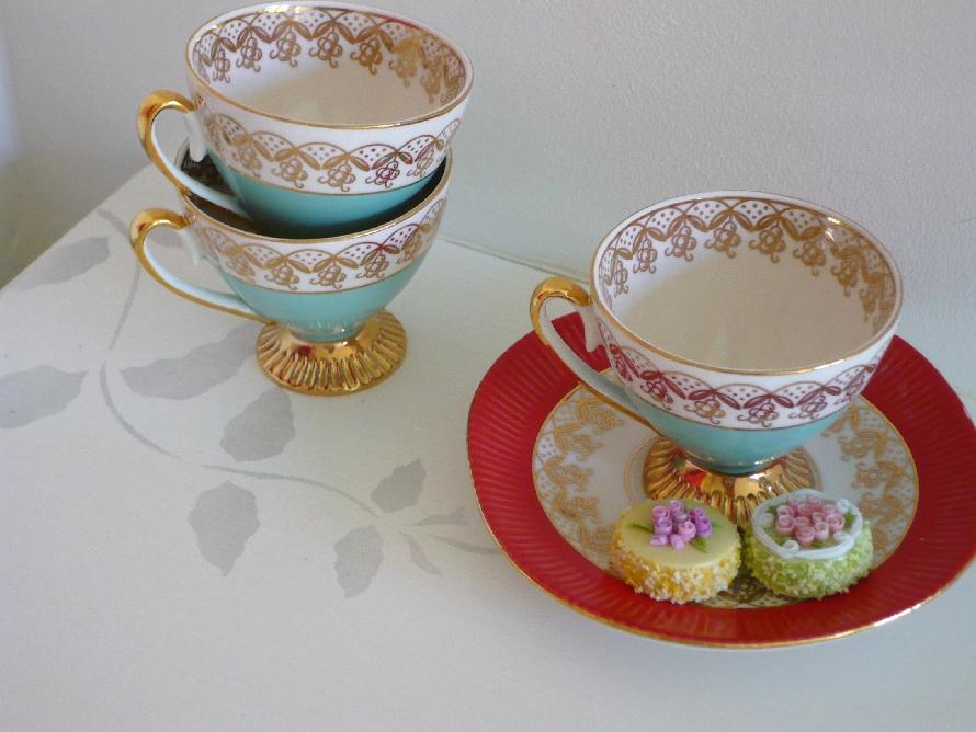 Vine cups vanity