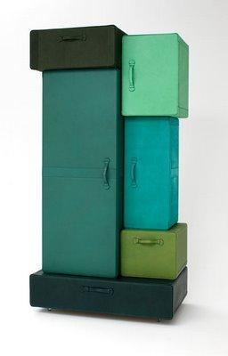 A_pile_of_suitcases-2 maarten de ceulaer