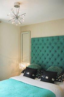 Бирюзовый цвет в спальне.
